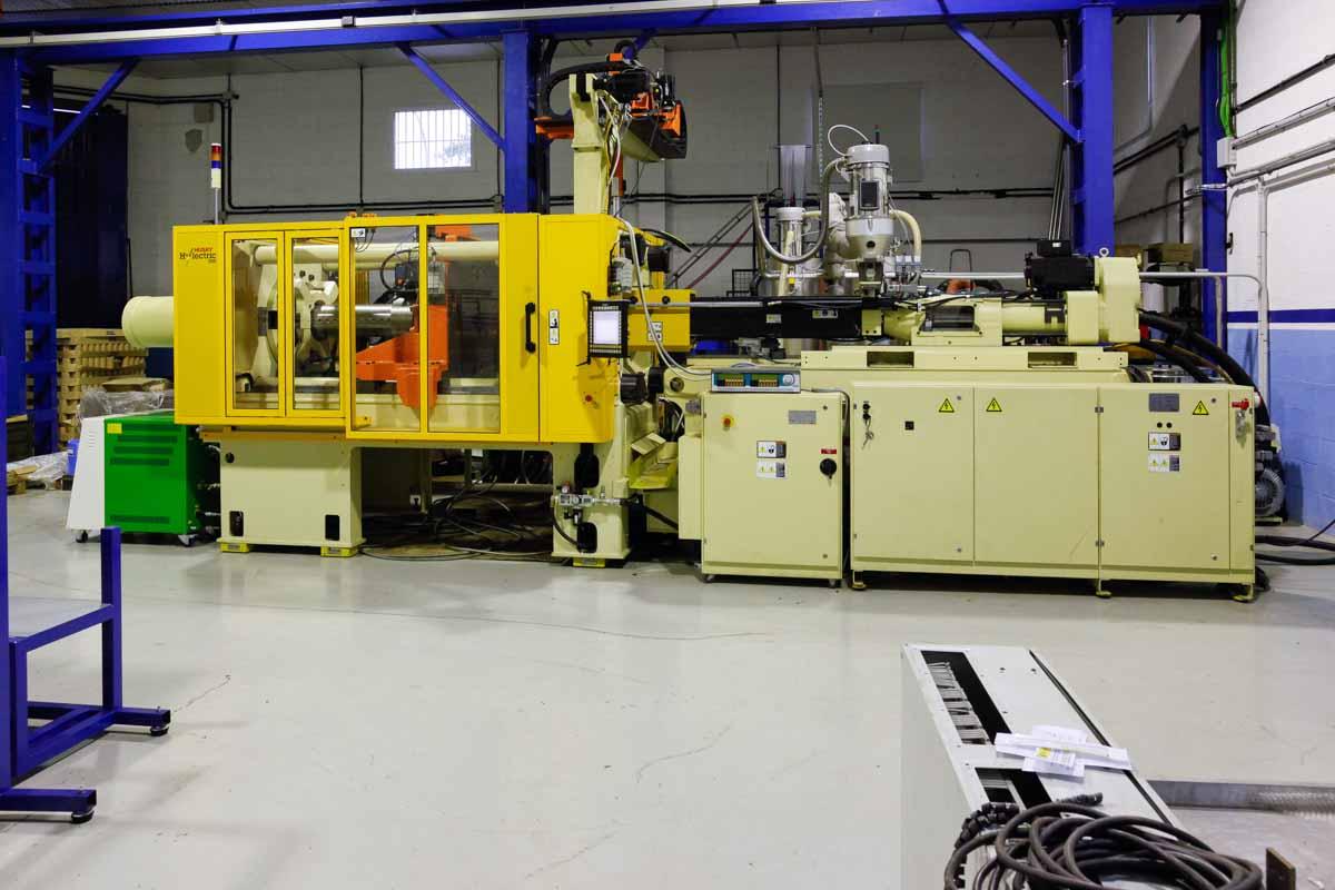 Máquina de moldeo por inyección de 300t HUSKY HYLECTRIC H300 RS55/45 (2011) id4007