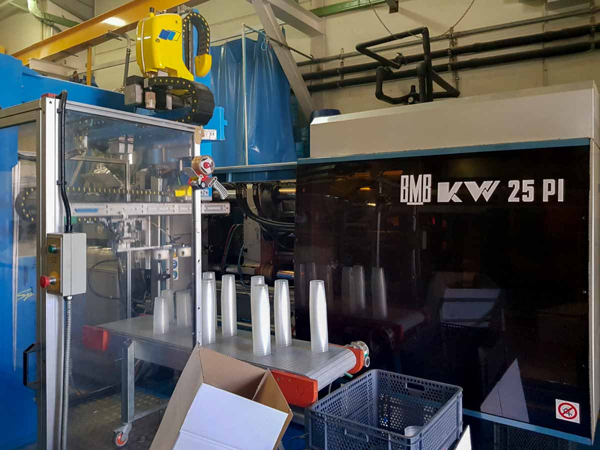 Machine de moulage par injection 250t BMB KW 25 PI / 1300 (2003) id10248