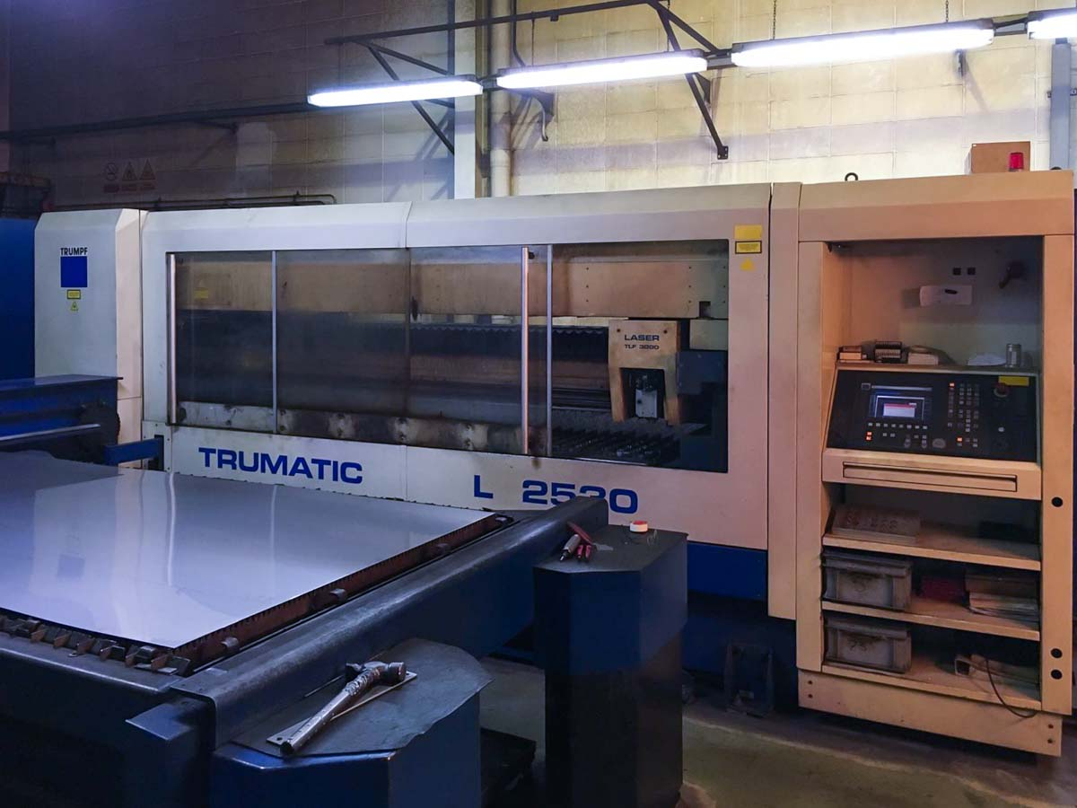 Máquina de corte láser (CO2) TRUMPF TRUMATIC L2530 (2001) id5422