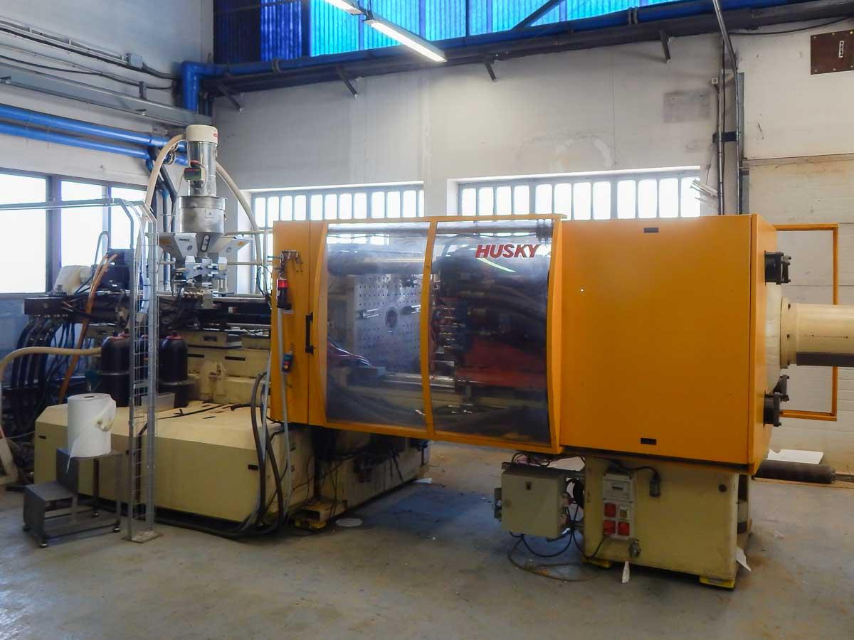 Máquina de moldeo por inyección de 300t HUSKY HL 300 RS 65/60 (2001) id5502