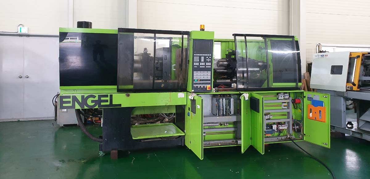 ENGEL VICTORY VC 330 / 80 TECH PRO 80t injection molding machine (2005) id10256