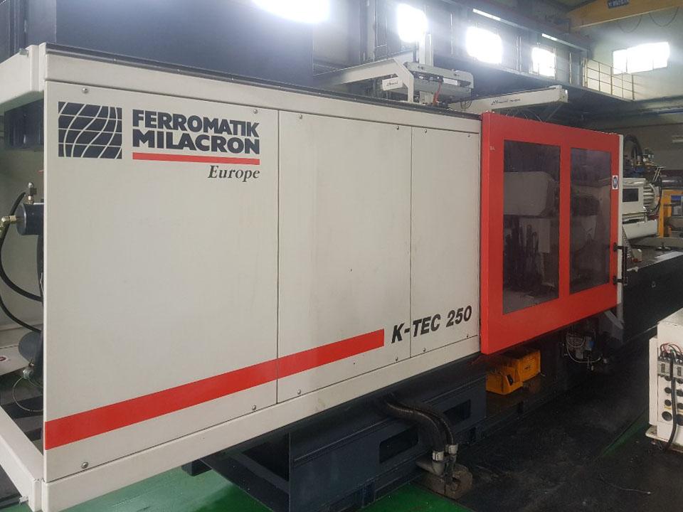 Machine de moulage par injection 250t FERROMATIK K-TEC 250 S (2006) id10233
