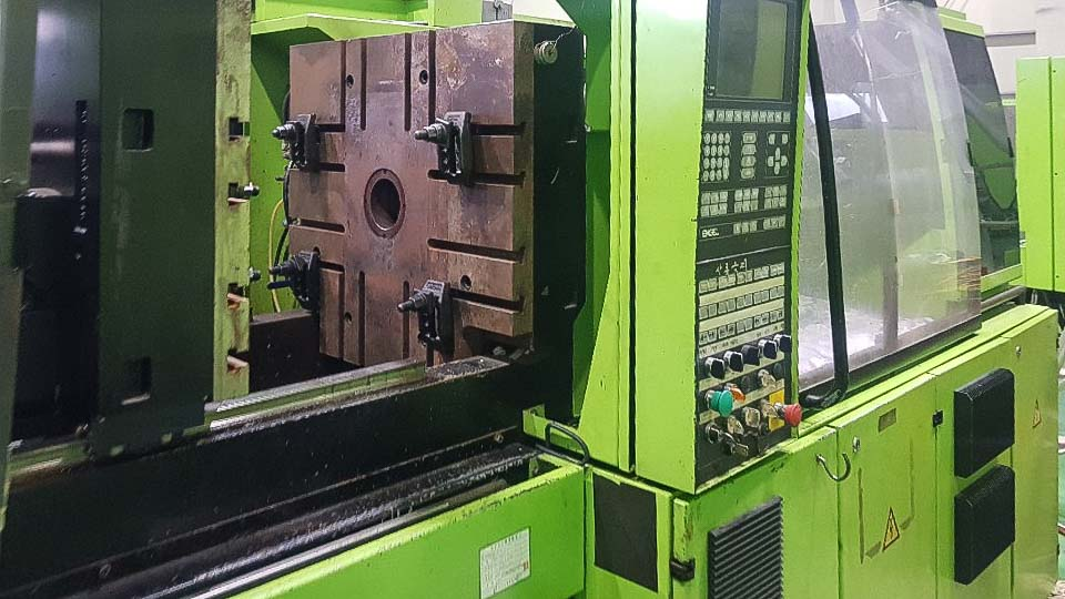 Máquina de moldeo por inyección de 120t ENGEL VICTORY VC 330 / 120 TECH PRO (2003) id10230