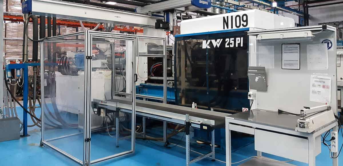 BMB KW 25 PI / 1300 250t injection molding machine (1999) id10224