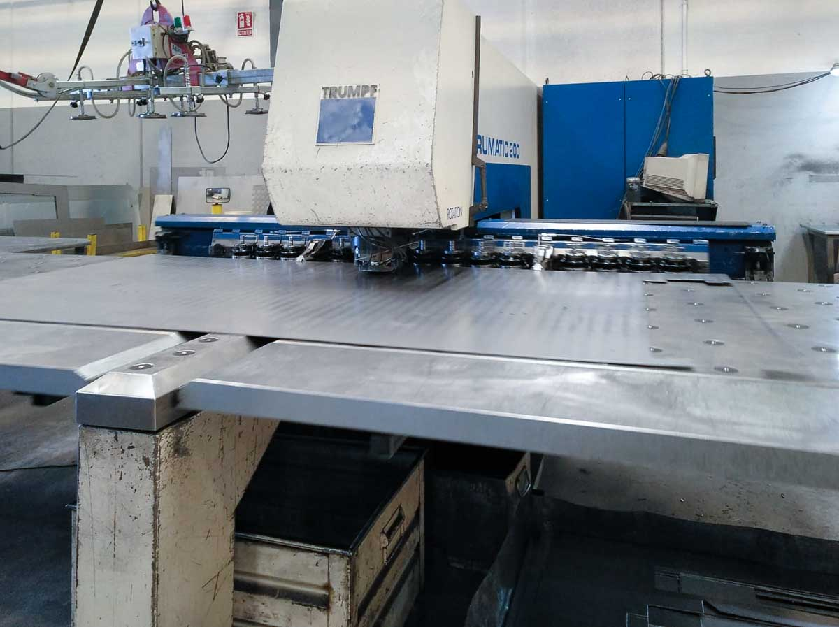 TRUMPF TC 200 R CNC punching machine (1999) id10247