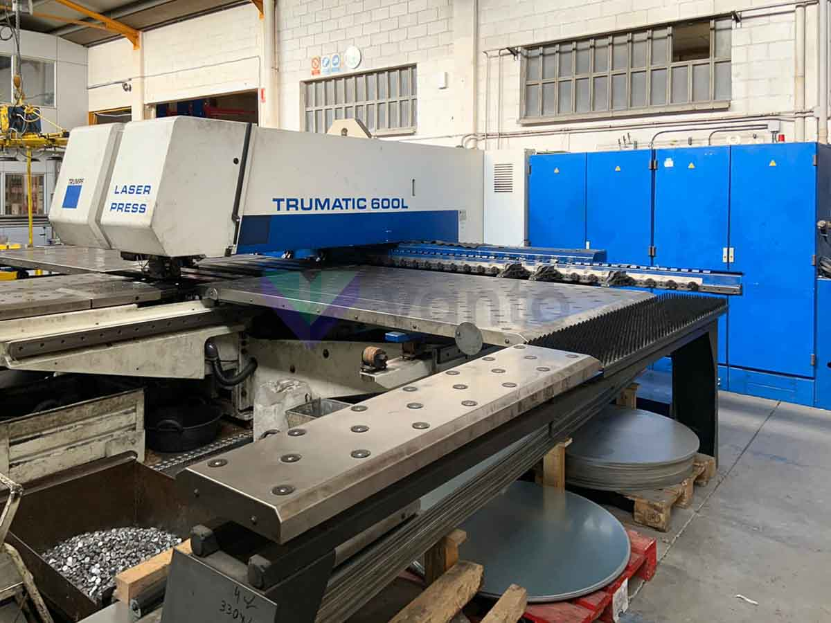 TRUMPF TC 600 L - 1300 Combined laser punching machine (CO2) (2000) id10258
